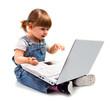 bambina seduta con pc
