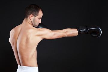 Mann beim boxen