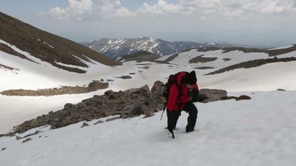 Man climbing to the snowy mountain