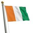 Die Flagge von Elfenbeinküste flattert am Fahnenmast