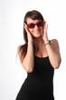 ragazza allegra con occhiali da sole