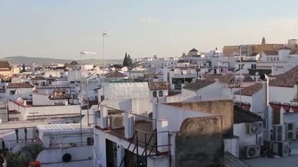 Timelapse de los tejados de una casa al atardecer