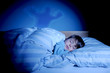 schlafendes Kind hat Albtraum