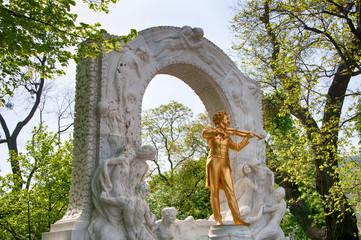 Stadtpark in Vienna | Statue of musician johann strauss