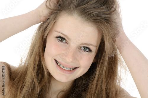 Freundliche Schülerin rauft sich die Haare