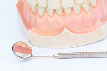 Dentures with a mirror