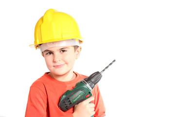 bambino con trapano e casco