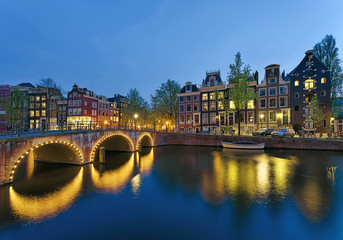 Grachten Amsterdam bei Nacht