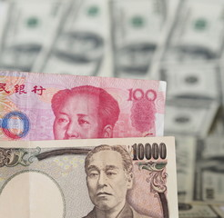 Japanese yen note and Chinese yuan note