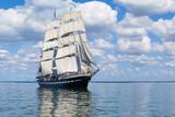 Le voilier sur la mer