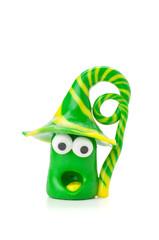 Handgemachte Knetfigur mit gelb-grünen Streifen