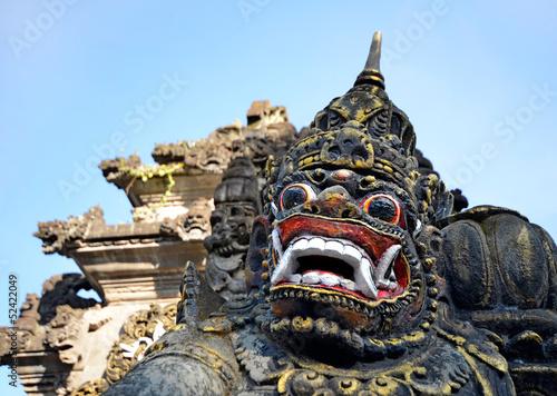 Papiers peints Indonésie Scary stone barong mask at entrance to Tanah Lot, Bali