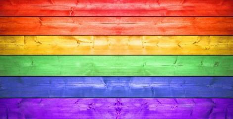 Holzzaun mit Regenbogenfarben