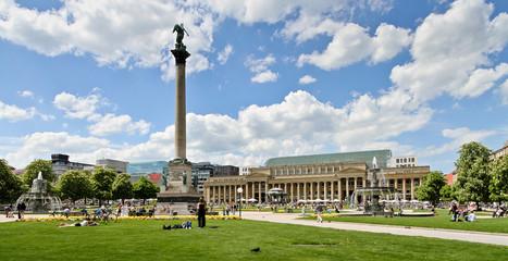 Schlossplatz Stuttgart im Sommer