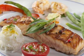 Pavé de saumon grillé & Crevettes