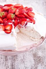 pavlova cake with strawberry