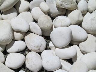 blancas piedras de cantos rodados