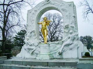 Johan Strauss stutue in Vienna