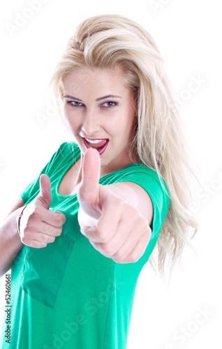 Erfolgreiche junge Frau isoliert mit Daumen