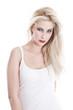 Blick einer jungen Frau mit langen Blonden Haaren isoliert