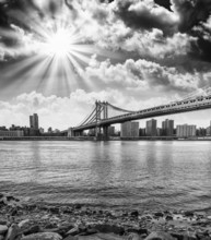 Couleurs coucher de soleil magnifique sur New York Cityscape et Brooklyn Bridg
