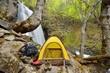 自然の中のキャンプ風景