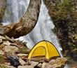 滝とテントキャンプ風景