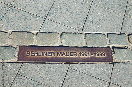 canvas print picture Memorial tablet for the Berlin Wall