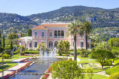 Fotobehang Tuin Garden in Villa Ephrussi de Rothschild, Saint-Jean-Cap-Ferrat