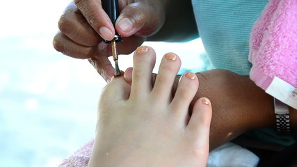 feet manicurist