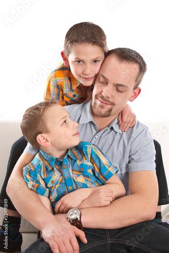 Alleiniges Sorgerecht - Vater mit seinen beiden Söhnen