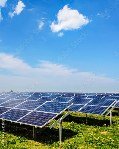 Solarenergie Photovoltaik unter blauem Himmel 4