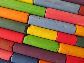 las tizas de colores de los chicos