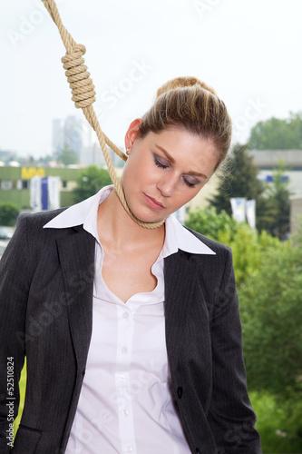 Geschäftsfrau erhängt sich wegen Krise