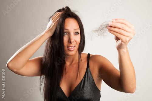canvas print picture Frau mit Haarbüschel vor weißem Hintergrund
