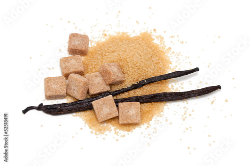 Foto op Plexiglas Kruiderij vanilla beans and brown vanilla sugar isolated on white backgrou