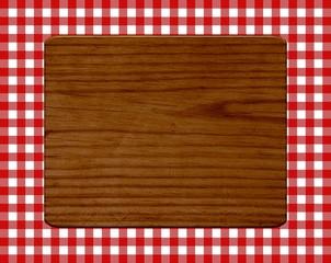 Frühstücksbrett auf rot weißem Tischdeckenmuster