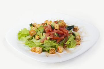 Vegetable salad with croutons and red pepper