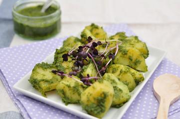 Kartoffel Salat mit Pesto und Sprossen