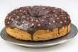 frisch gebackener Schokoladenkuchen mit Zuckerherzen