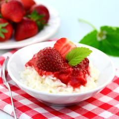 Milchreis mit Erdbeeren
