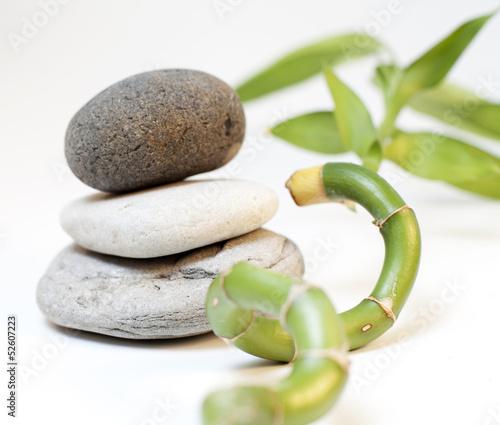 pierres naturelle et bambou © auryndrikson