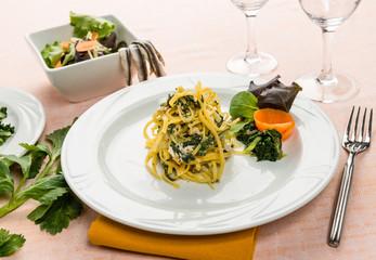 Tagliolini con tinca e bietole , fuoco selettivo - Italian pasta