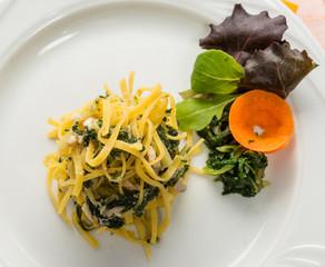 Tagliolini con pesce e verdura - Italian pasta with fish