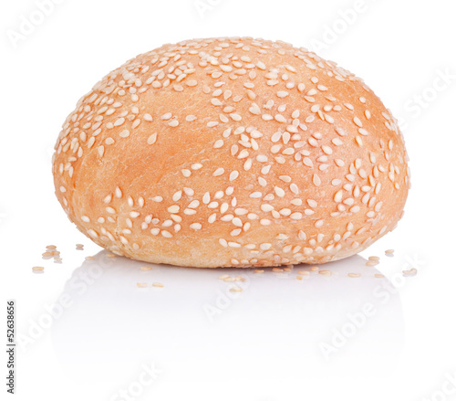 Papiers peints Snack Round sandwich bun with sesame seeds isolated on white backgroun