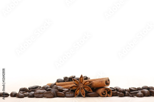 Coffee and star anise on white - 52642808