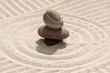 galets en équilibre sur sable