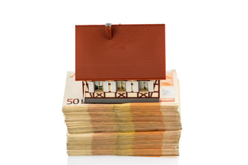 half-timbered house on banknotes