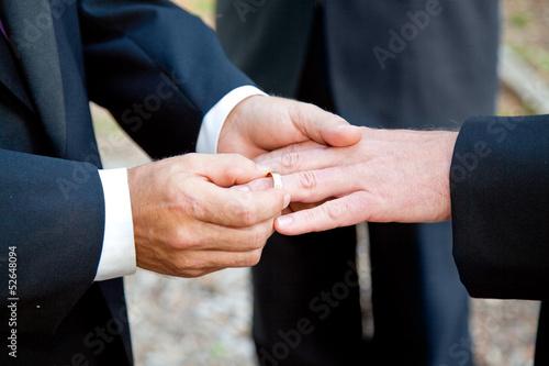 Leinwanddruck Bild Gay Wedding Exchanging Rings