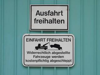 Warnschild Ausfahrt freihalten!